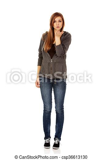 adolescente, mulher, enviando, beijo - csp36613130