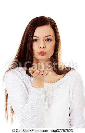 bonito, enviando, mulher, jovem, beijo - csp37757523