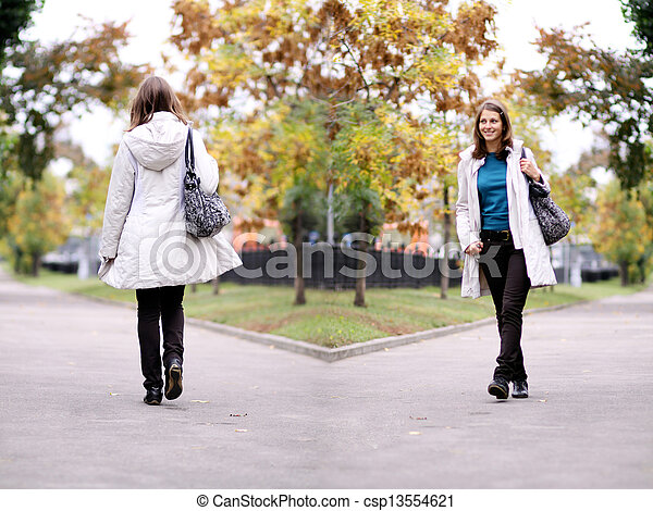 bonito, outono, mulher, parque, jovem - csp13554621
