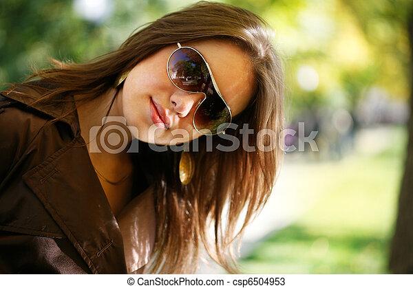 bonito, outono, mulher, parque, jovem - csp6504953