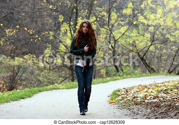 bonito, outono, mulher, parque, jovem - csp12628309
