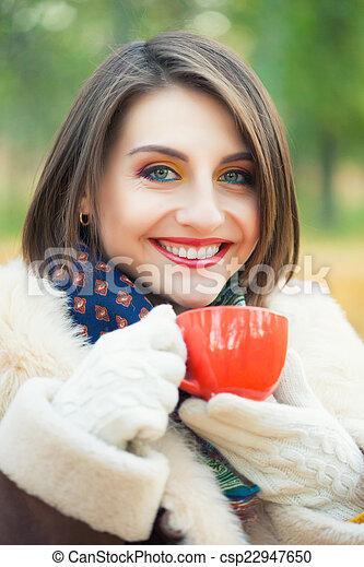 bonito, outono, mulher, parque, jovem - csp22947650
