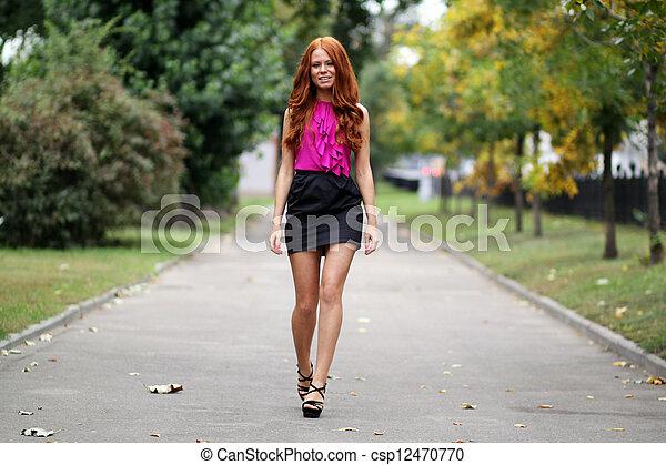 bonito, outono, mulher, parque, jovem - csp12470770