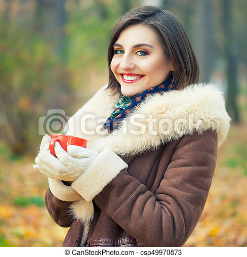 bonito, outono, mulher, parque, jovem - csp49970873