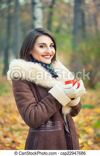 bonito, outono, mulher, parque, jovem - csp22947686