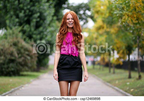 bonito, outono, park?, mulher, jovem - csp12469898