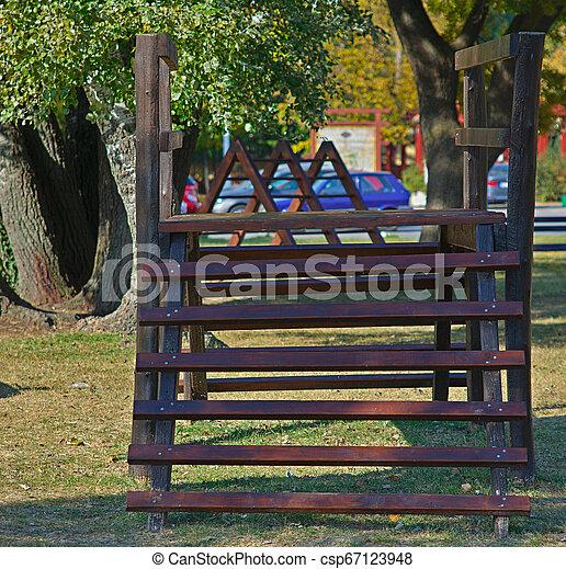 brinquedo, madeira, parque, público, escalando, crianças - csp67123948