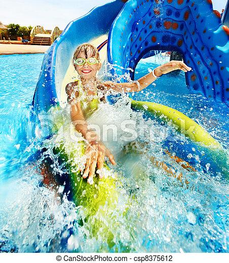 corrediça água, criança, aquapark. - csp8375612