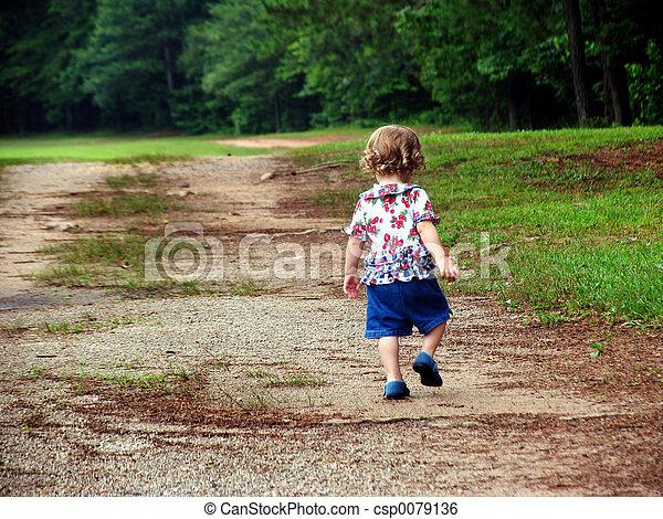 criança, andar - csp0079136