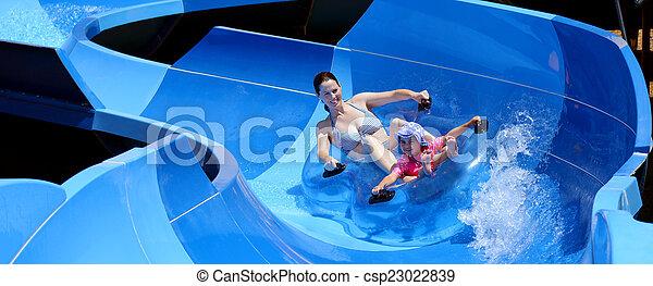 criança, divertimento, tendo, mãe, parque, água - csp23022839