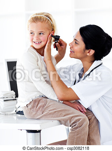 exame, pequeno, assistindo, menina, cute, médico - csp3082118