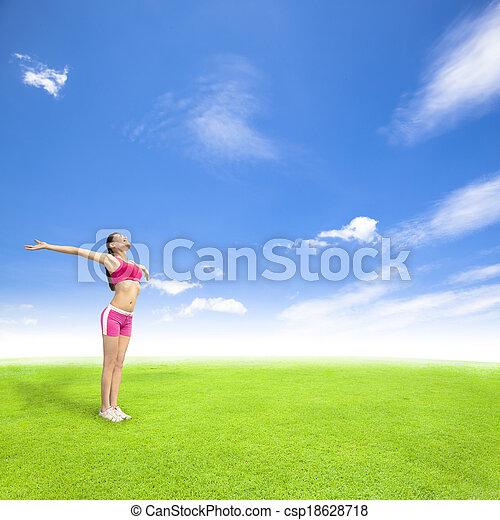 ficar, azul, mulher, prado, relaxante, céu, jovem - csp18628718