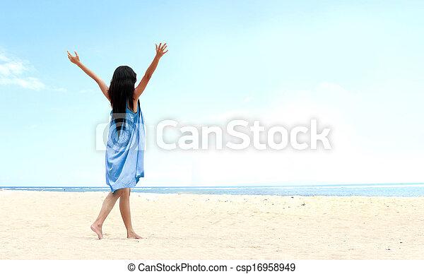 levantado, dela, cima, mãos, menina, praia - csp16958949