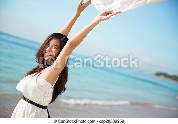 mulher, braços abertos, asiático, desfrutando, praia - csp28589959