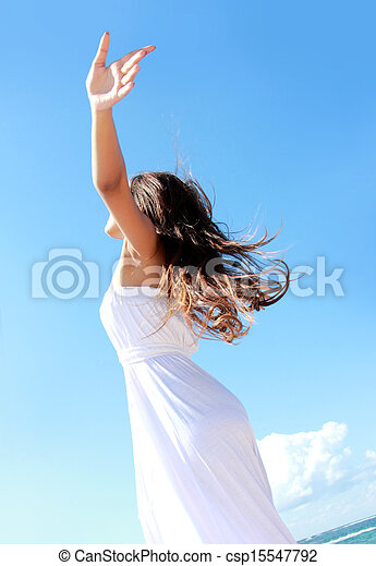 mulher, dela, relaxante, braços abertos, liberdade, desfrutando, praia - csp15547792