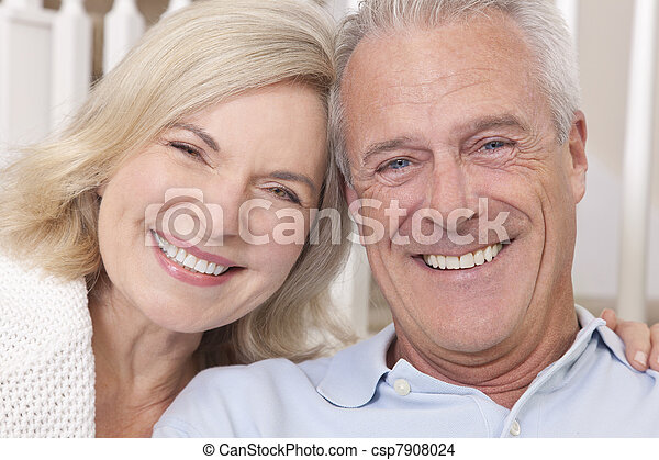 mulher, &, par, lar, homem sênior, sorrir feliz - csp7908024