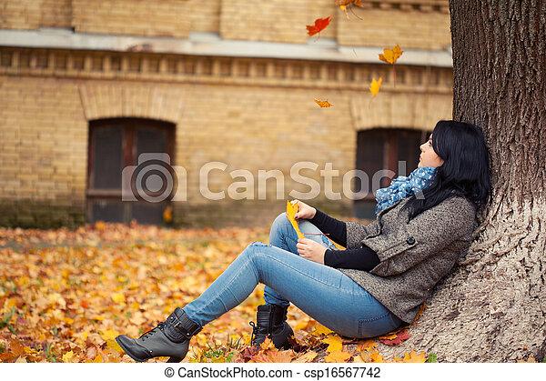outono, mulher, parque, jovem, bonito - csp16567742