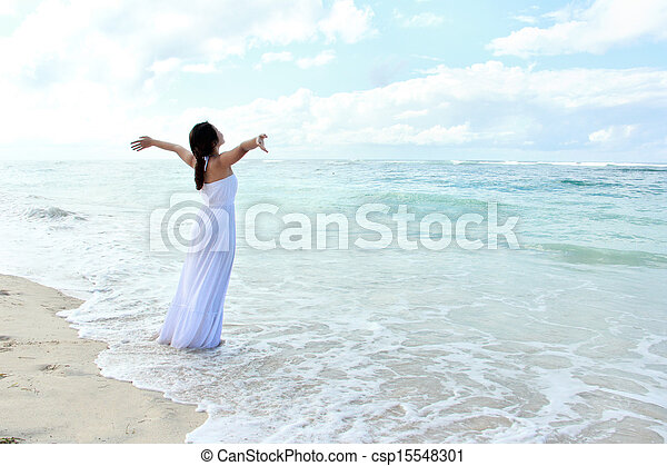 praia, mulher, braços abertos, relaxante - csp15548301