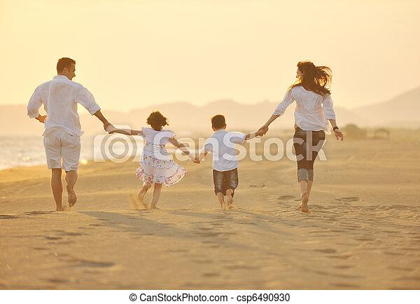 praia, pôr do sol, família, feliz, divertimento, ter, jovem - csp6490930