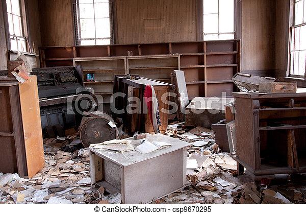 sala, trashed - csp9670295