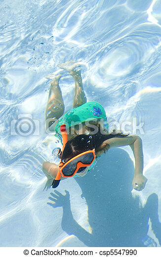 submarinas, snorkel, óculos proteção, criança, menina, piscina, natação - csp5547990