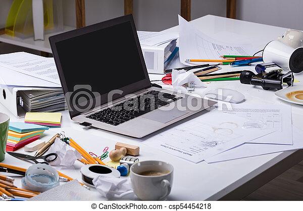 sujo, laptop, escrivaninha, abertos - csp54454218
