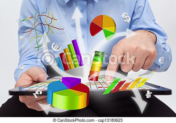 trabalhando, tabuleta, -, gráficos, computador, homem negócios, produzir - csp13180623